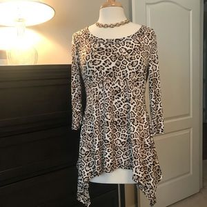 Chaus long sleeve animal print pull over top.